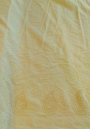 halvány sárga hímzett bordűrös pamut vászon - Dubai City Kft. Méteráru be08bd7245