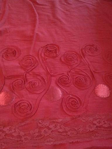 piros bordűrös rátétmintával díszített pamut anyag - Dubai City Kft ... 3213e95cc0